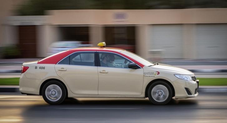 dubai taxis, dubai airports, taxi service in Dubai, Dubai Taxi Corporation