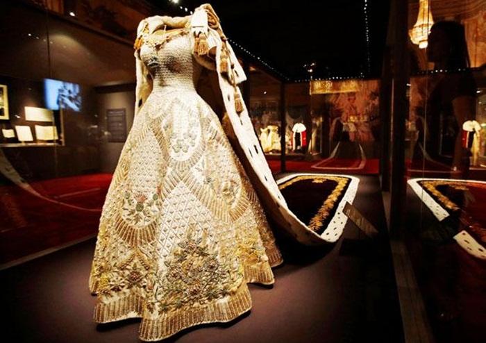 Queen's 90th birthday celebration, Queen Elizabeth II's Coronation, British Fashion, British history