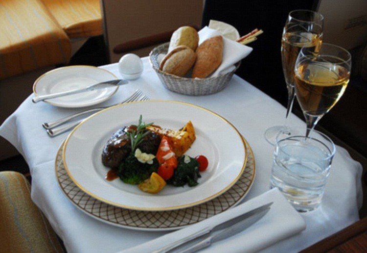 Oman Air food menus, Oman Air first class dining, Oman Air service by design, inflight food news, Middle East airlines